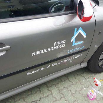 Oklejony samochód biura nieruchomości Białystok